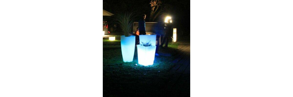beleuchtete Pflanzkübel in der Bayerischen Landesanstalt für Weinbau & Gartenbau - Impressionen LED Pflanzkübel