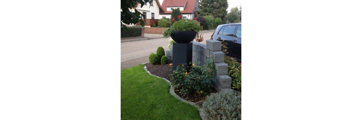 Pflanzkuebel im Außenbereich bei Kunden - Impressionen Pflanzkübel für Außenbereiche